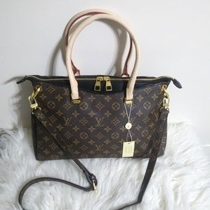 Louis Vuitton 16 x 11 x 4